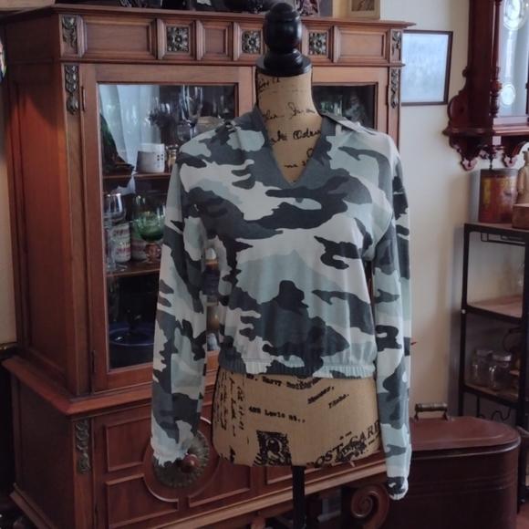 Wild Fable  light weight hooded sweatshirt size xs